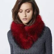 Cuello de zorro rojo con cierre de velcro